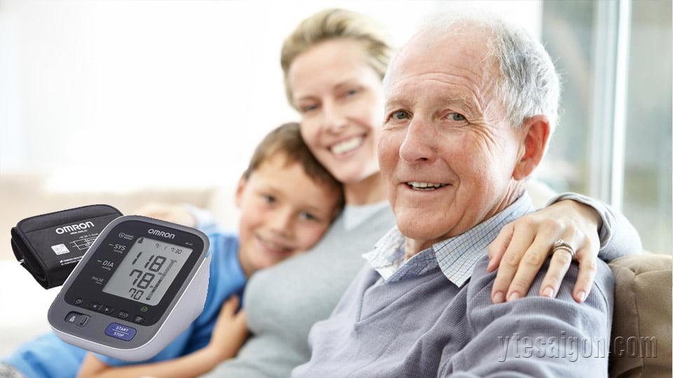 Có nên sử dụng máy đo huyết áp dành cho gia đình không?