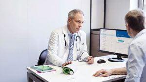Nếu bạn có cha mẹ già, nhất thiết trong nhà nên có máy đo huyết áp